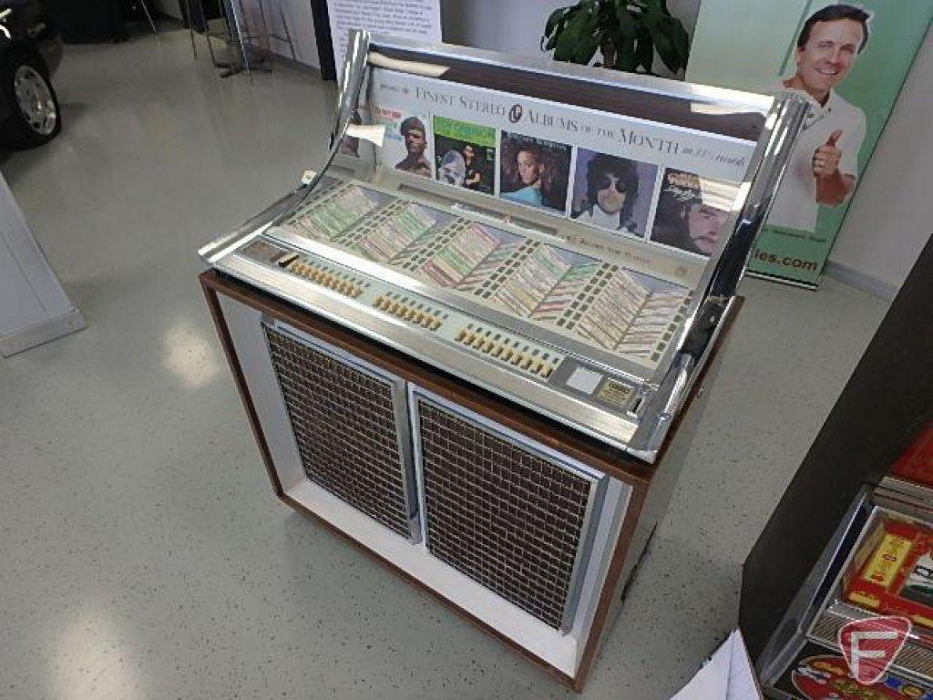 Seeburg stereo console juke box model LPC-1, sn: 117792