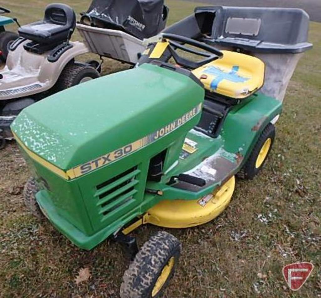 Lot: John Deere STX30 lawn tractor with 30