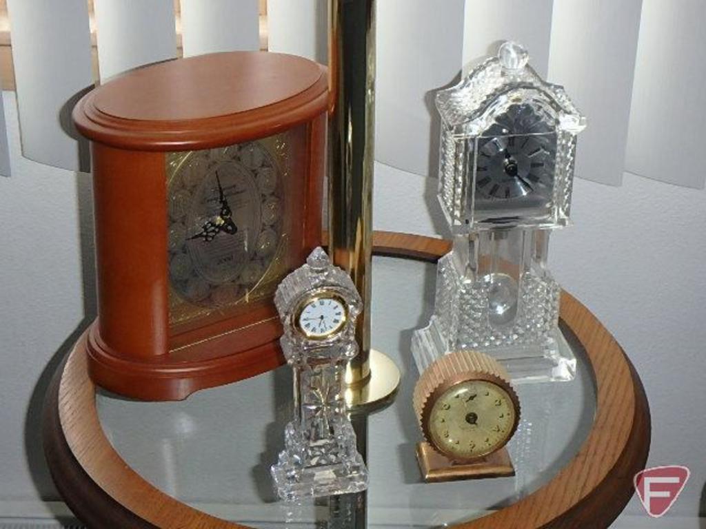 (4) clocks