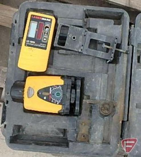 CST/Berger Wizard Lazermark LM30 laser level, includes tripod and measuring stick