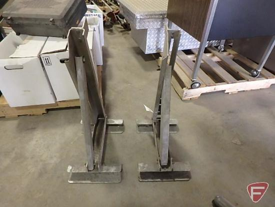 (2) Werner ladder jacks
