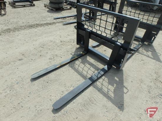 Universal mount skid steer/loader pallet forks