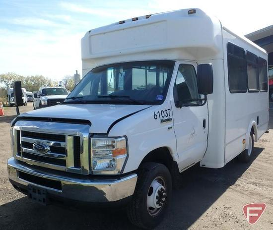 2013 Ford Econoline E-350 Super Duty Glaval Bus