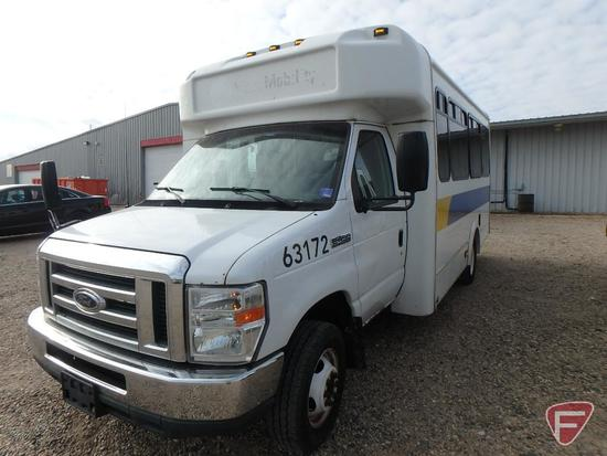 2013 Ford E-450 Super Duty Glaval Bus