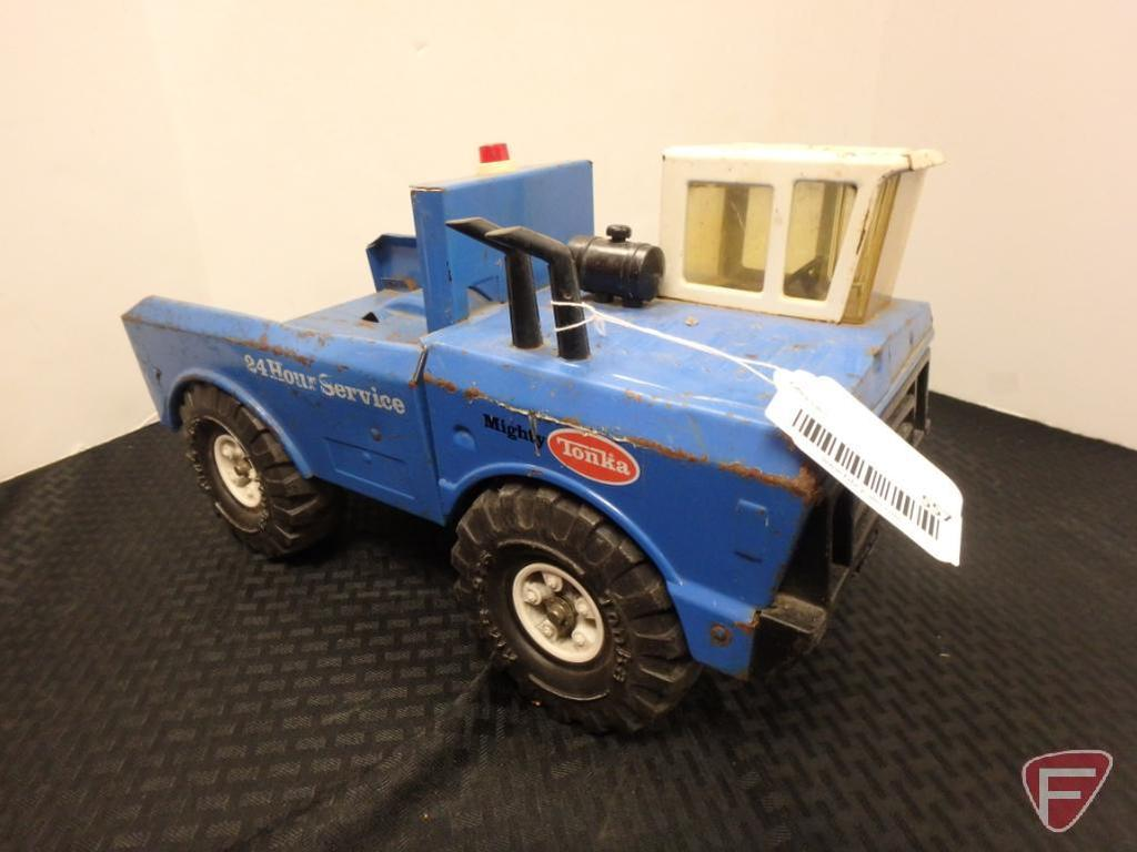 Mighty-Tonka tow truck, missing rear arms