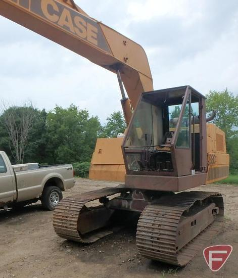 "Case 880 excavator with 35"" bucket, sn 6201044"