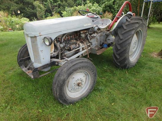 Ferguson T020 tractor, sn plate missing