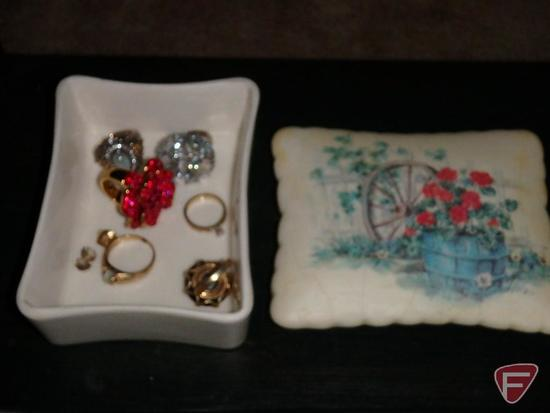 Ladies rings in ceramic trinket box
