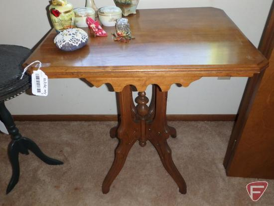 Vintage wood occasional table, 28inHx27inx21in