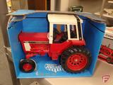 Ertl Farm Country International 1586 Tractor with Cab, in box