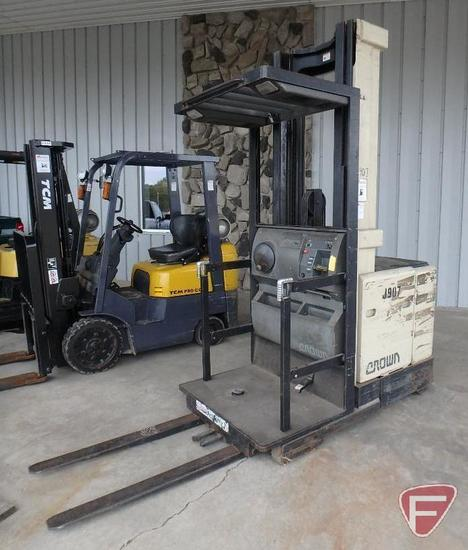 Crown electric standing forklift, model: SP3020-30, SN: 1A222853, 4,324 hrs showing