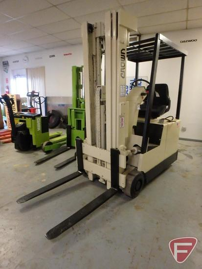 Crown 30SCTT 36v electric forklift, 3636hrs showing, 83/188 triple stage mast, full free lift