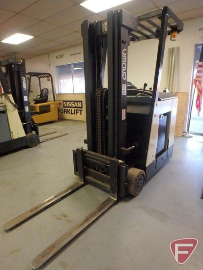 Crown 3000 Series 36v electric standing forklift, no hour meter, 83/189 triple stage mast