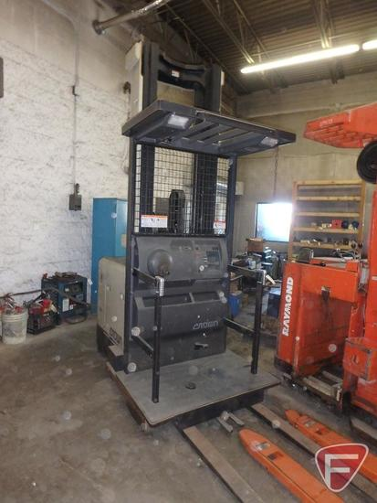 Crown SP3040-30 24v electric order picker standing forklift, 4676hrs showing, 120/276 mast