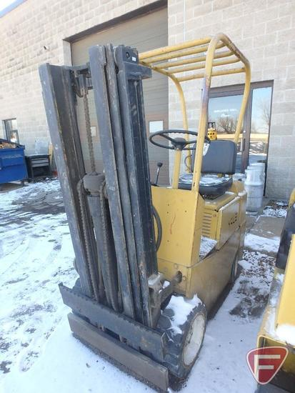 Yale L82C-030 LP gas forklift, 2734hrs showing, 70/171 triple stage mast