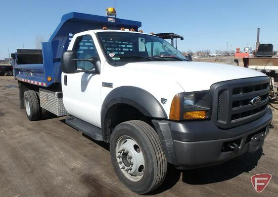 2007 Ford F-450 4x4 Dump Truck with Tommy Lift Gate