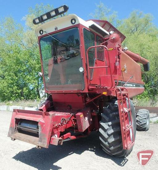 1982 International 1460 combine, approx. 4500 hours (hour meter showing incorrect)