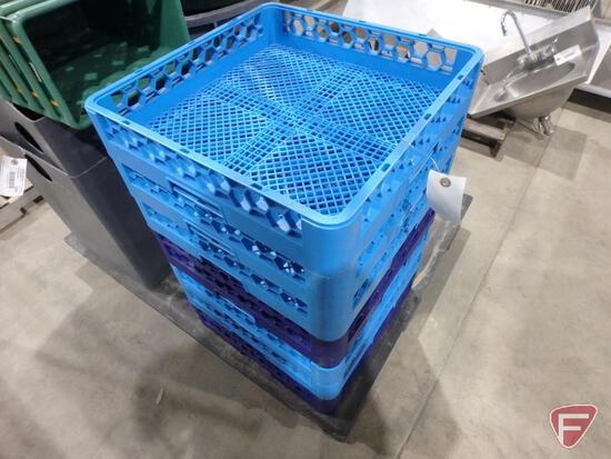(7) Carlisle dishwashing trays
