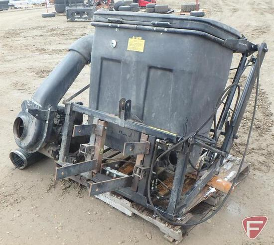 John Deere leaf catcher collection system with hydraulic lift, Honda engine, 3 pt. mount
