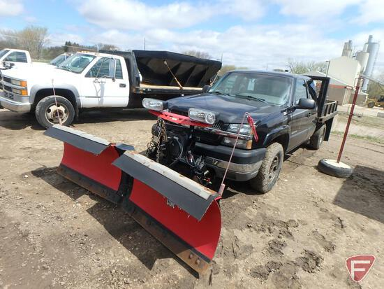 "2003 Chevrolet 2500 Silverado Flat Bed Truck with Western MVP Plus 8' 6"" V-Plow"
