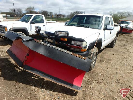 "2002 Chevrolet Silverado 2500 Pickup Truck with Boss 9' 2"" Power-V Snow Plow"