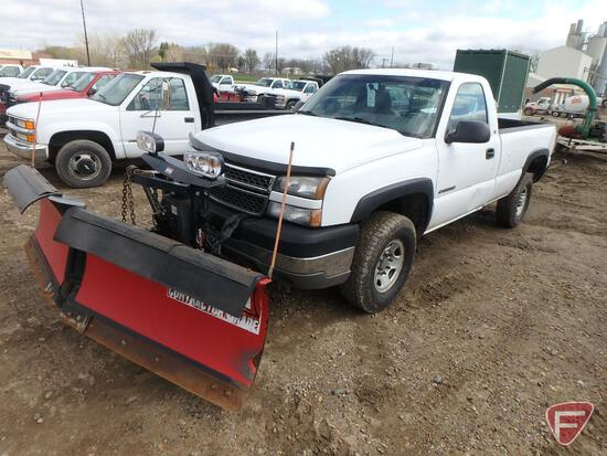 "2005 Chevrolet Silverado 2500HD Pickup Truck with Western MVP Plus 8' 6"" V-Plow"
