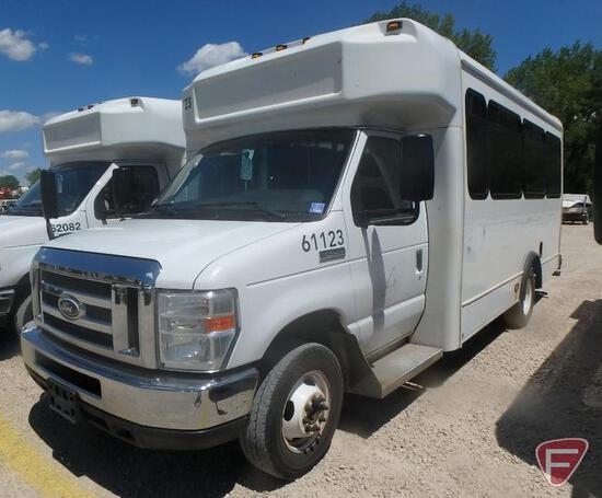 2014 Ford E-450 Super Duty Glaval Bus