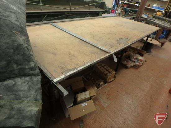 Tilting duct table