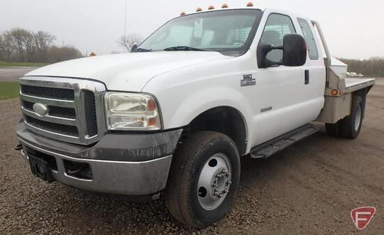 2005 Ford F-350 4x4 Flatbed Truck