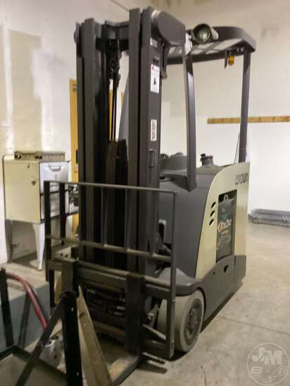 2009 CROWN RC5535-35 SN: 1A343339 ELECTRIC FORKLIFT