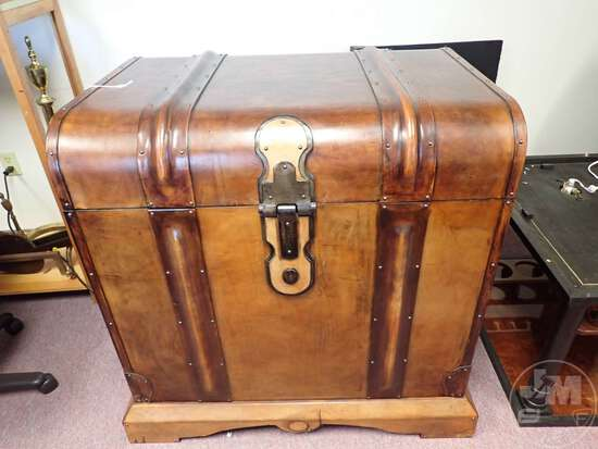 HAND CRAFTED BERKSHIRE CLASSIC EUROPEAN LEATHER BAR TRUNK