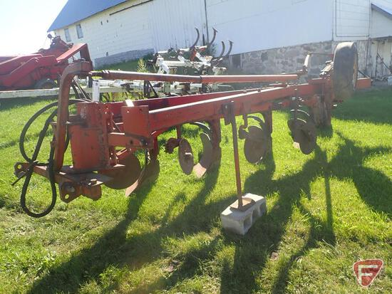 INTERNATIONAL 700 4 BOTTOM SEMI MOUNTED PLOW WITH COULTERS