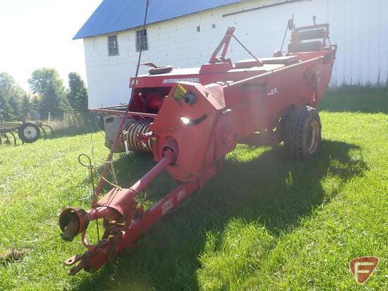 INTERNATIONAL 425 SMALL SQUARE BALER, WITH BAIL THROWER, SN B68001001710X