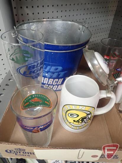 BUDWEISER/BUD LIGHT ITEMS, MINNESOTA TWINS GLASSES/BUTTONS