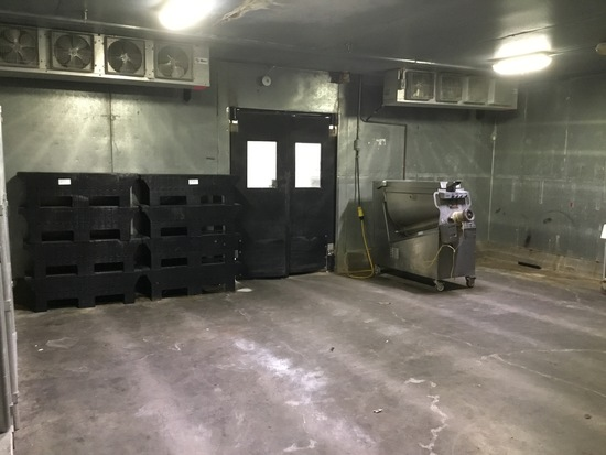 26' x 22' x 9' walk in box