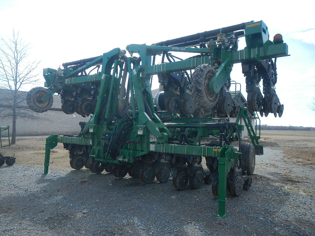 GREAT PLAINS 3PYPA-24TR38 PLANTER,  1 YEAR OLD, STACKING BAR, CENTRAL FILL