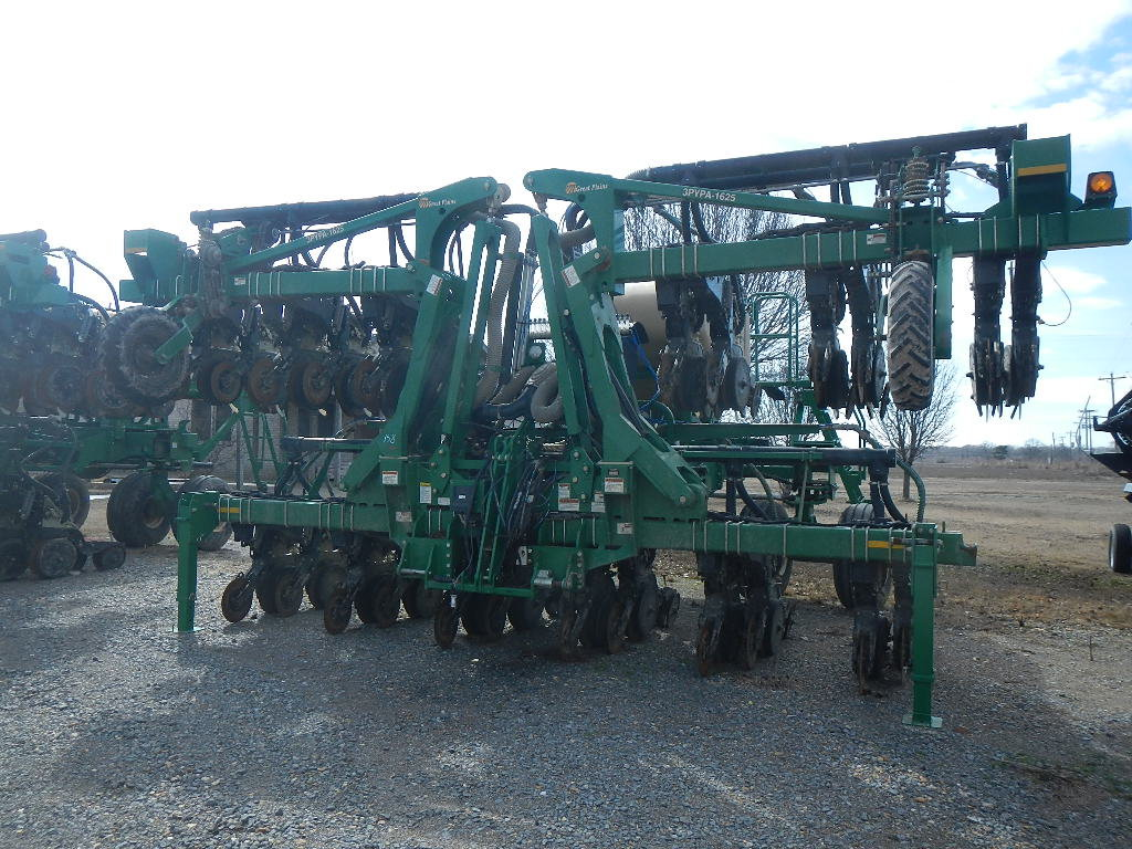 GREAT PLAINS 3PYPA-24TR38 PLANTER,  2 YEARS OLD, STACKING BAR, CENTRAL FILL