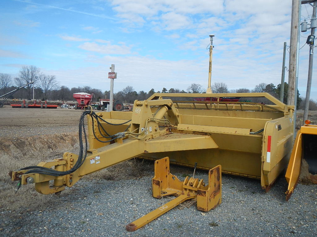 IMC GE1814 DIRT PAN,  EQUIPPED WITH TRIMBLE LASER POST S# 09