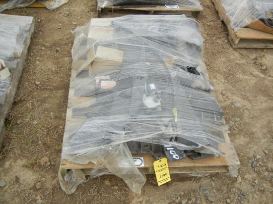 PALLET WITH MOUNTING BRACKETS