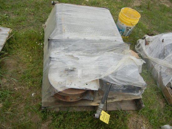 PALLET WITH HYDRAULIC OIL COOLER  AND HOSE REEL