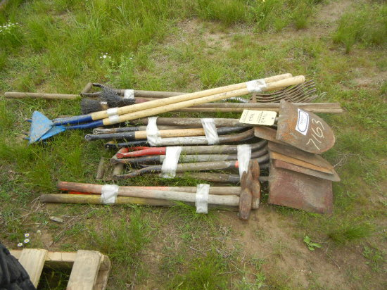 PALLET WITH SHOVELS, WEIGHT PUSHERS  AND MISCELLANEOUS