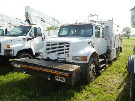 1997 INTERNATIONAL 4900 HY-RAIL SERVICE TRUCK, 15,728+ mi,  CREW CAB, DT 46