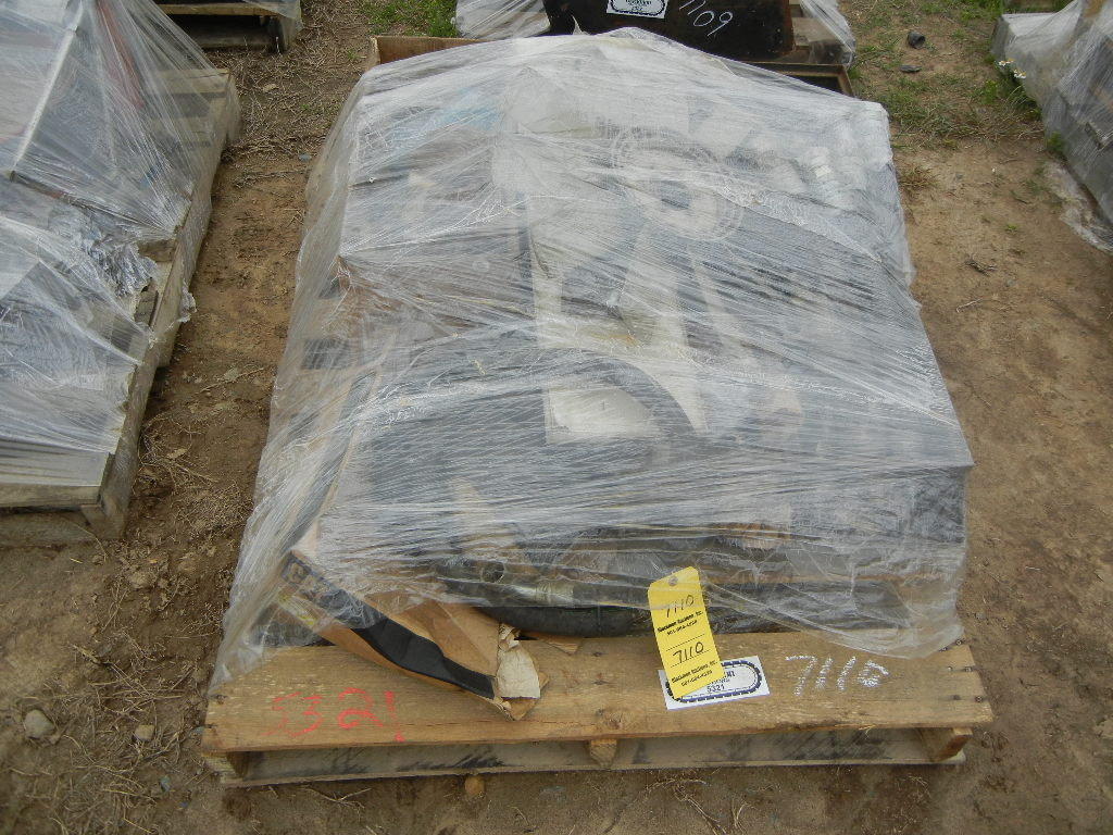 PALLET WITH MISCELLANEOUS PARTS