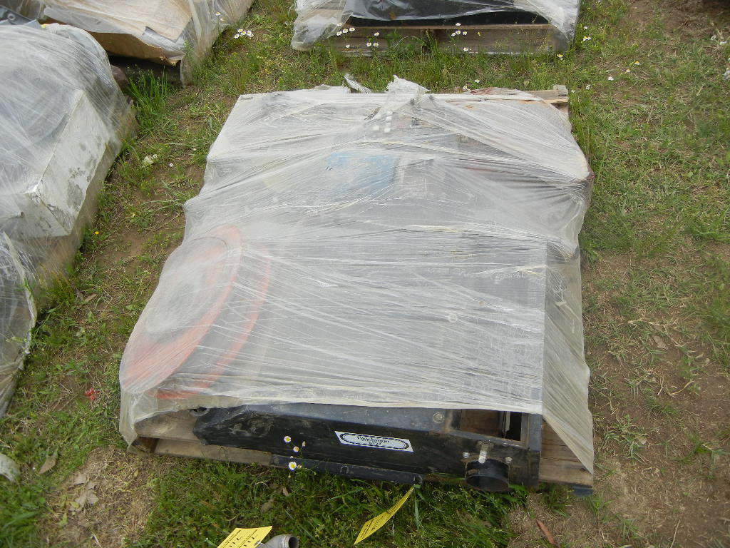 PALLET WITH AC UNIT  AND MISCELLANEOUS PARTS