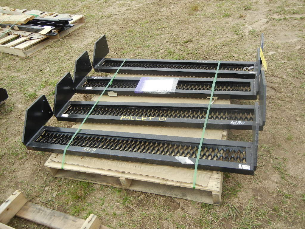 PALLET WITH (4) REAR PLATFORM STEPS