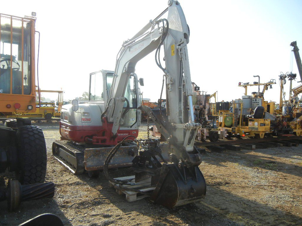 TAKEUCHI TB 260 MINI EXCAVATOR, 775+ hrs,  CAB, FMCO HYDRAULIC THUMB, RUBBE