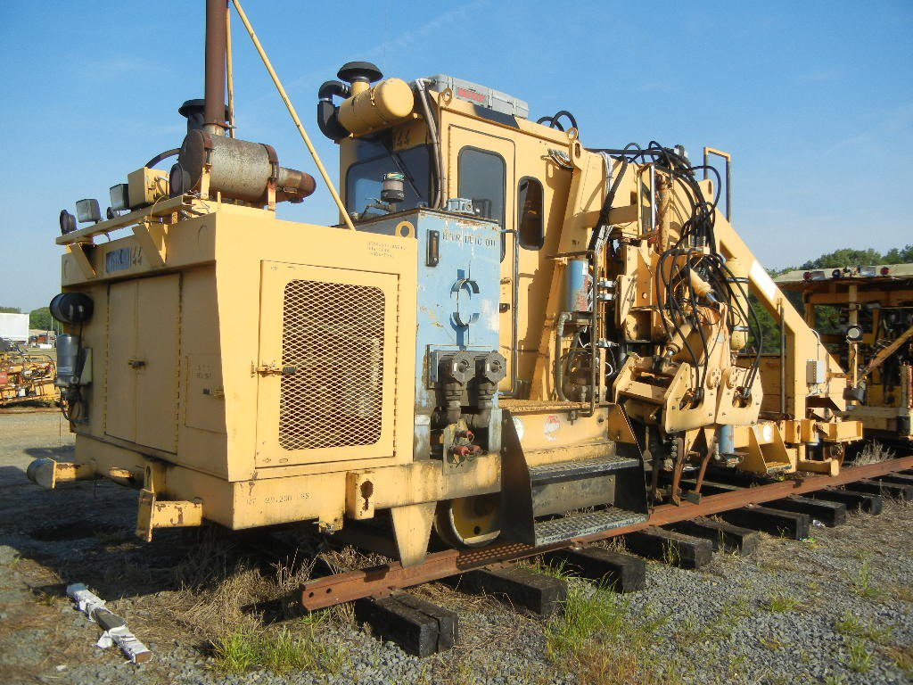 JACKSON 3300 SWITCH TAMPER,  DETROIT DIESEL LOAD OUT FEE: $250.00 C# X56001