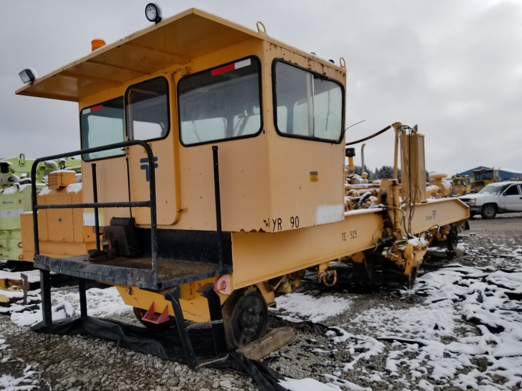 1990 FAIRMONT TR-10 TIE REMOVER  SELLS ABSENTEE (LOCATED IN ARCOLA, IL. ) S
