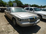 1995 LINCOLN TOWN CAR 4-DOOR CAR,  V8 GAS, AUTOMATIC, PS, (DOES NOT RUN) S#