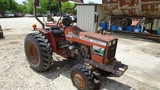 MASSEY FERGUSON 1040 WHEEL TRACTOR,  4X4, CANOPY, 3 POINT, PTO S# 40109